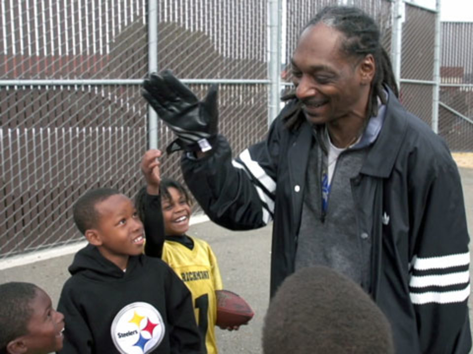 Snoop Dogg Declares Self 'Sexiest Man Alive' In Mock People Cover