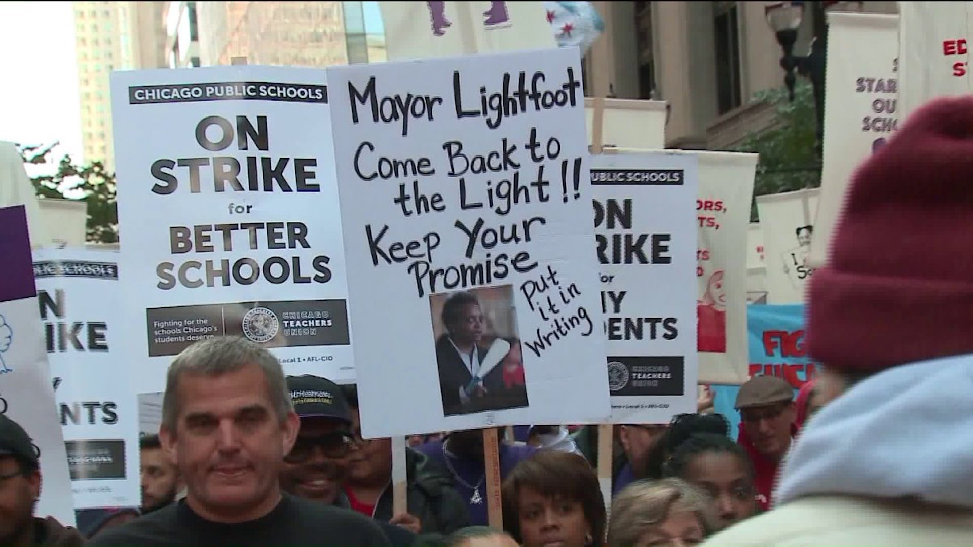 Chicago Mayor Urges Teachers Union To End Strike Before Reaching Deal