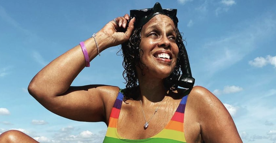 Gayle King poses in untouched swimsuit photo to celebrate 'cellulite cottage cheese thighs'