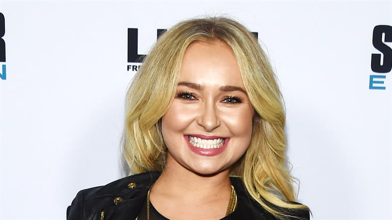 Hayden Panettiere sends Twitter into a frenzy with radical new look: 'I'm in love all over again'