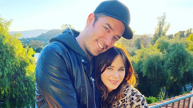 Jonathan Scott sparks engagement rumors with swoon-worthy comment on Zooey Deschanel's Instagram