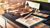 Un objeto que tienes en tu kit de maquillaje lleno de bacterias y no te imaginas