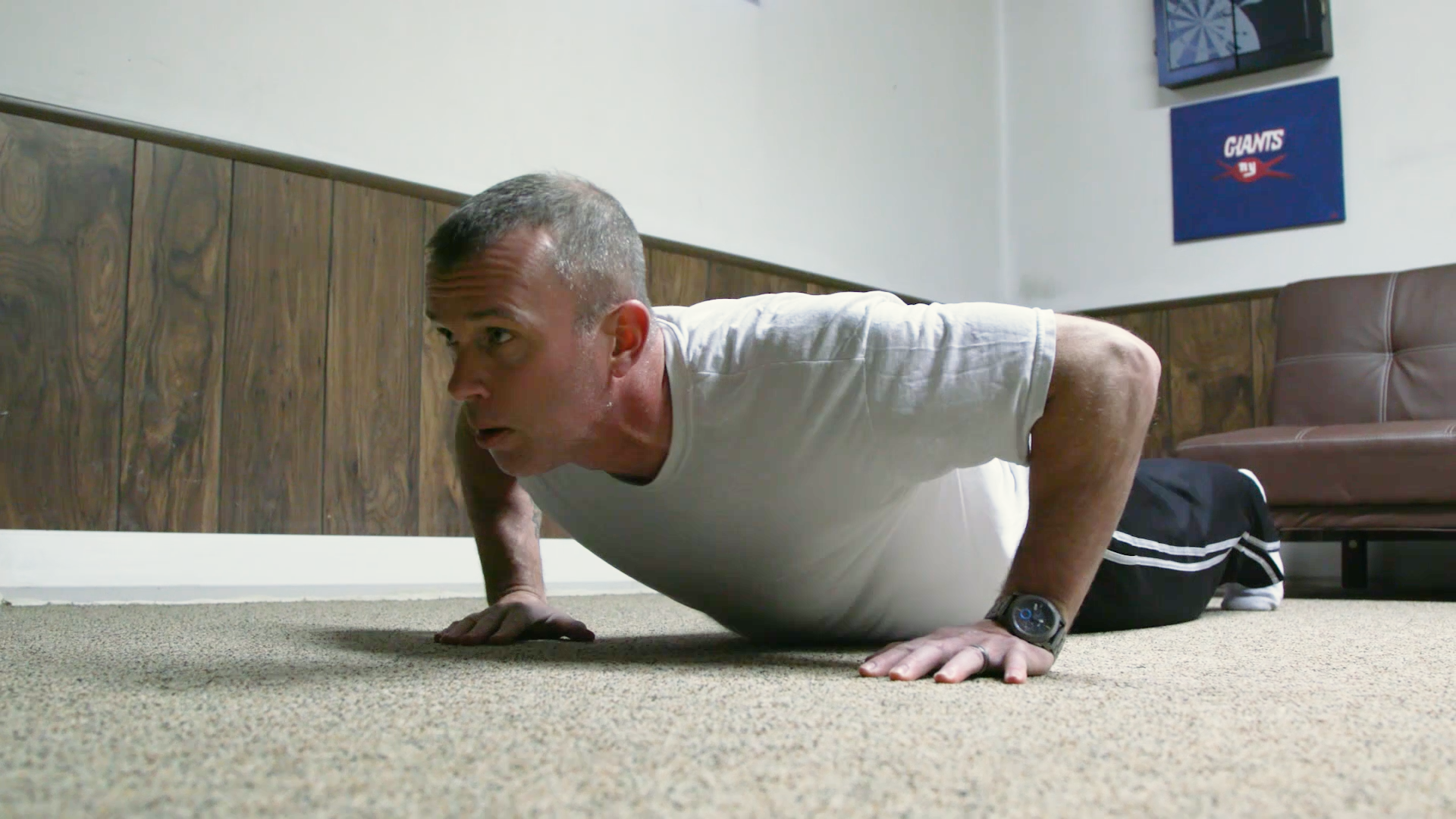 Dad living with cancer does 176,200 pushups